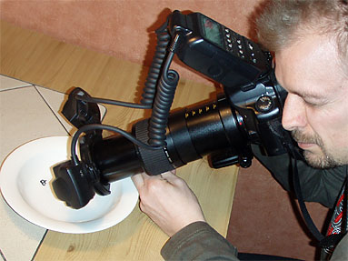 Stefan Sollfors taking a spider photo with a Canon DSLR and an MP-E65 lens and a MT-24EX flash.